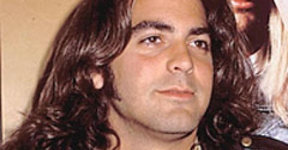 Georges-Clooney-top-10-coupe-de-cheveux-ratées-pires-ouiglam-trouver-bon-coiffeur-réserver